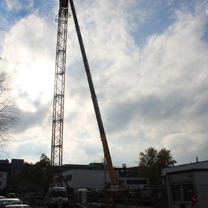 In the next step the big building crane was erected. An extra concrete foundation was necessary…
