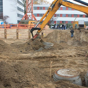 …Meanwhile the excavations works make headway. But still some more meters have to be excavated.